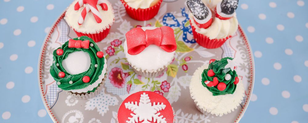 How To Decorate Your Christmas Cupcakes Amore Bakery